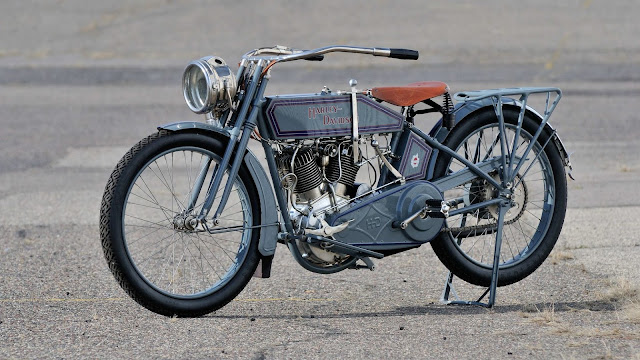 Harley-Davidson Model 11F Front look
