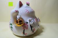 Seite vorne: Japanische Maneki Neko Glückskatze aus Porzellan (Klein, 12 cm)