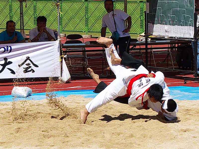 sumo action, sand