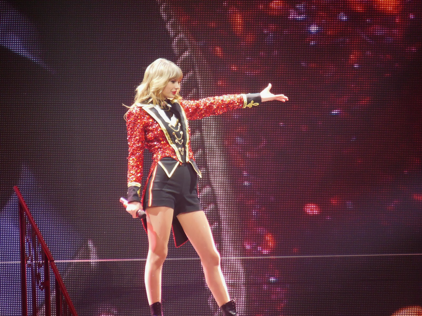 Taylor Swift Fan Jumps On Stage as she performs on her Red tour