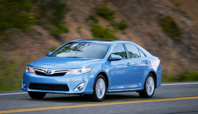 2012 Toyota Camry XLE Hybrid Invoice Price Review