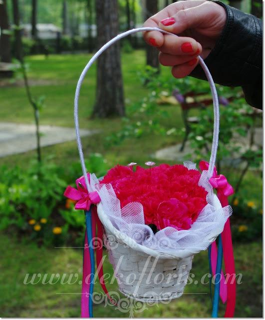 kwiatowa poduszeczka na obrączki slubne w koszyczku