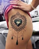 tatuaje corazon de diamente en la cola