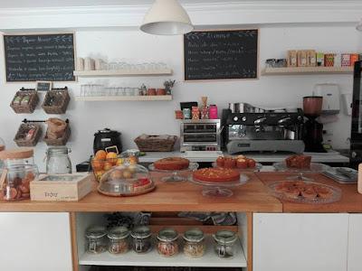 Interior do Aloha Café em Lisboa