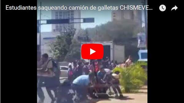 Estudiantes de bachillerato saquearon camión cargado con galletas