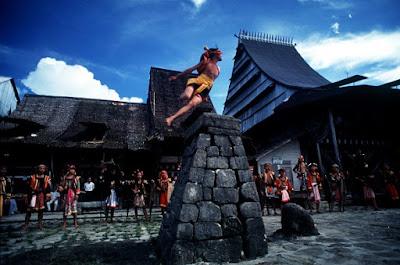 Lompat Batu Suku Nias