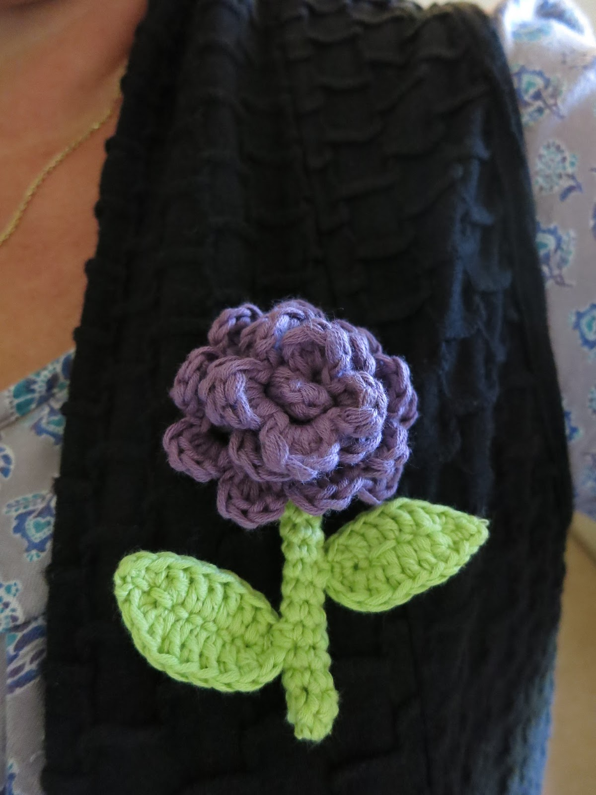 Mrs Craftypants: Free crochet flower, stem and leaf pattern.