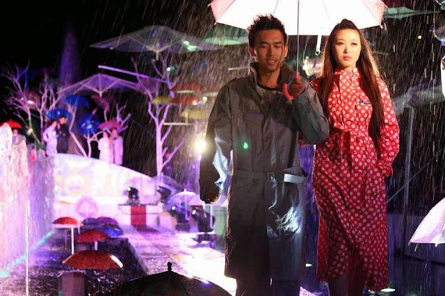 trình-diễn-áo-mưa-thời-trang