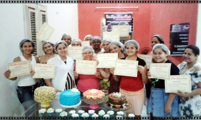 Devido ao grande sucesso a Cake designer realiza mais um curso tutorial de bolos decorados em chantininho.