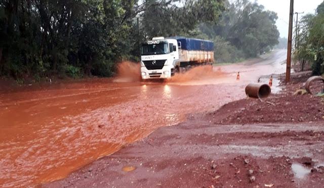Roncador: Saída para Iretama se transformou em rio!