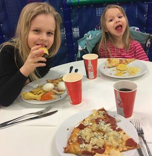 pizza, herkkusuu, lapset, sunnuntai, mättöä