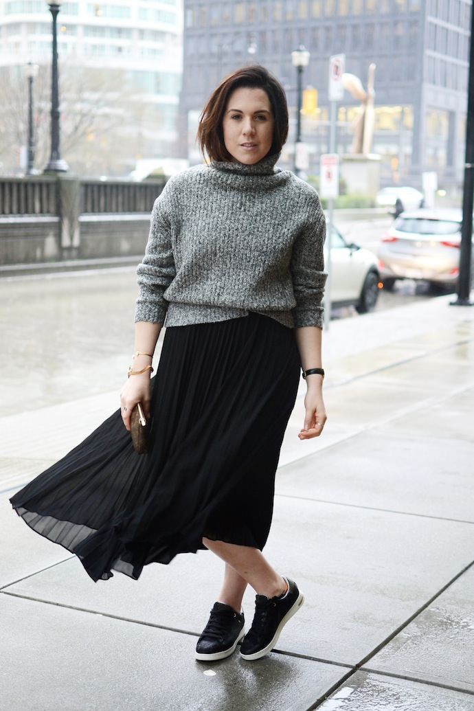 Geox Jaysen sneakers Aritzia judes skirt pleated skirt sneakers outfit idea Vancouver blogger