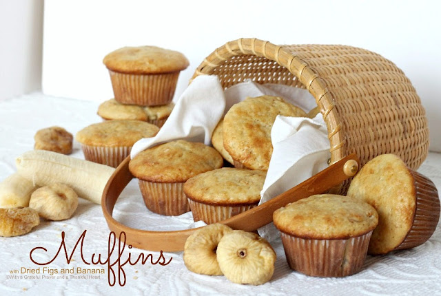 Muffins with dried figs and banana