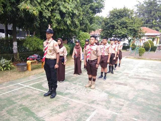 Anggota Pramuka Saka Wira Kartika Koramil 03/GP Kodim 0503/JB Menanam Kedisplinan