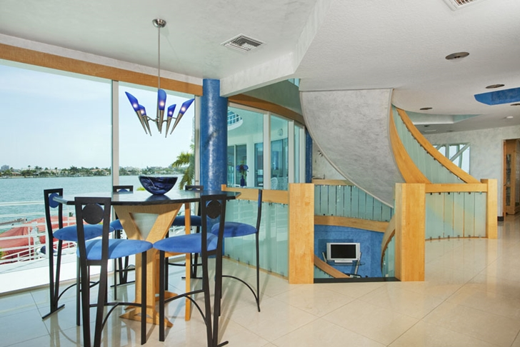 Round table and chairs in Modern villa in Tampa Bay