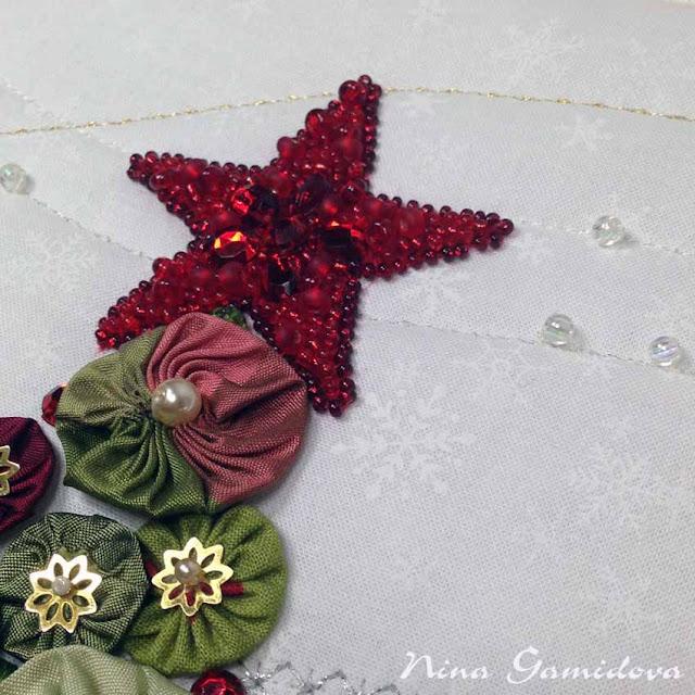 фрагмент новогоднего панно из йо-йошек