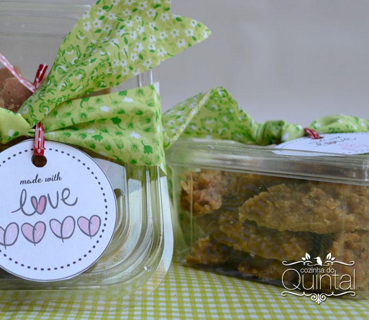 Cocadas morenas e doce de amendoim com tag fofa (tem para você também!)