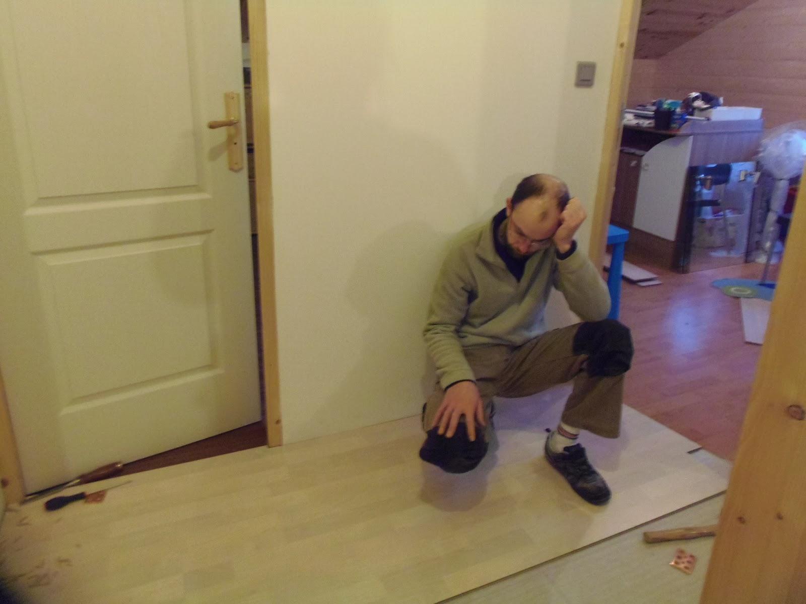 notre chalet qu b cois pose du parquet dans le couloir. Black Bedroom Furniture Sets. Home Design Ideas