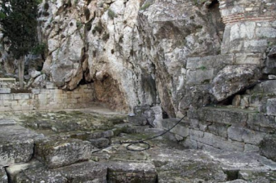 Κλέβει» εδώ και 5.500 χρόνια αλλά αντί να τιμωρηθεί τη λατρεύουν. Η ΜΥΣΤΙΚΗ ΠΗΓΗ ΤΗΣ ΑΚΡΟΠΟΛΗΣ