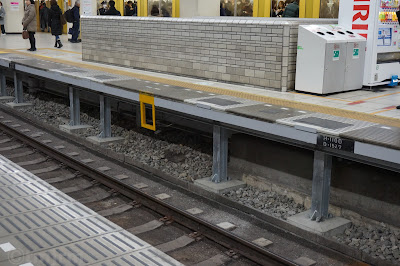 補強工事がされた西武池袋駅2番線