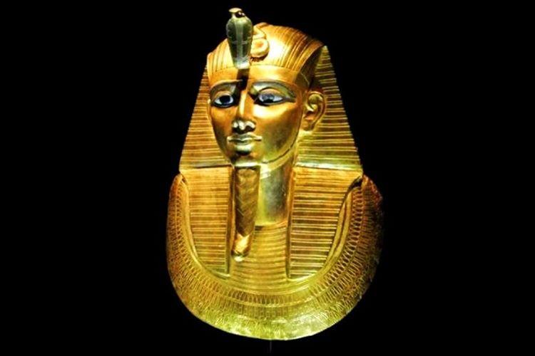 Hatşepsut hem babası hem de eşi firavun olduğu için bu göreve kendini layık görüyordu.
