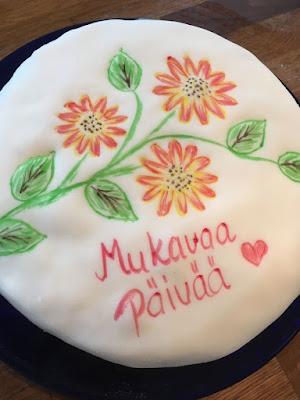 Kakun päälle piirtelyä -pieni kakku ei suurta syytä tarvitse