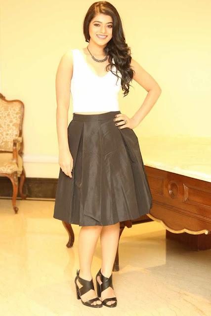 Yamini Bhaskar Hot HD Photoshoot Pics