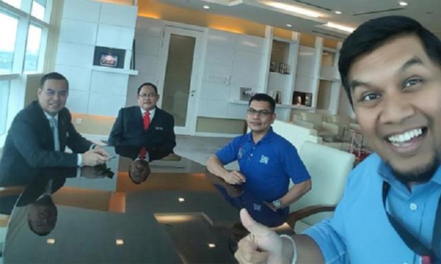 Rakan Tersenyum Riang Jamal Yunos Serah Surat Letak Jawatan
