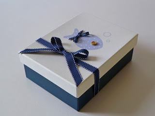 Κουτί μαρτυρικών βάπτισης γαλάζιο ψαράκι με ξύλινο κουμπάκι