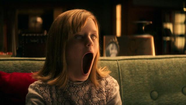 Hannah Mayers é possuída jogando Tabuleiro Ouija