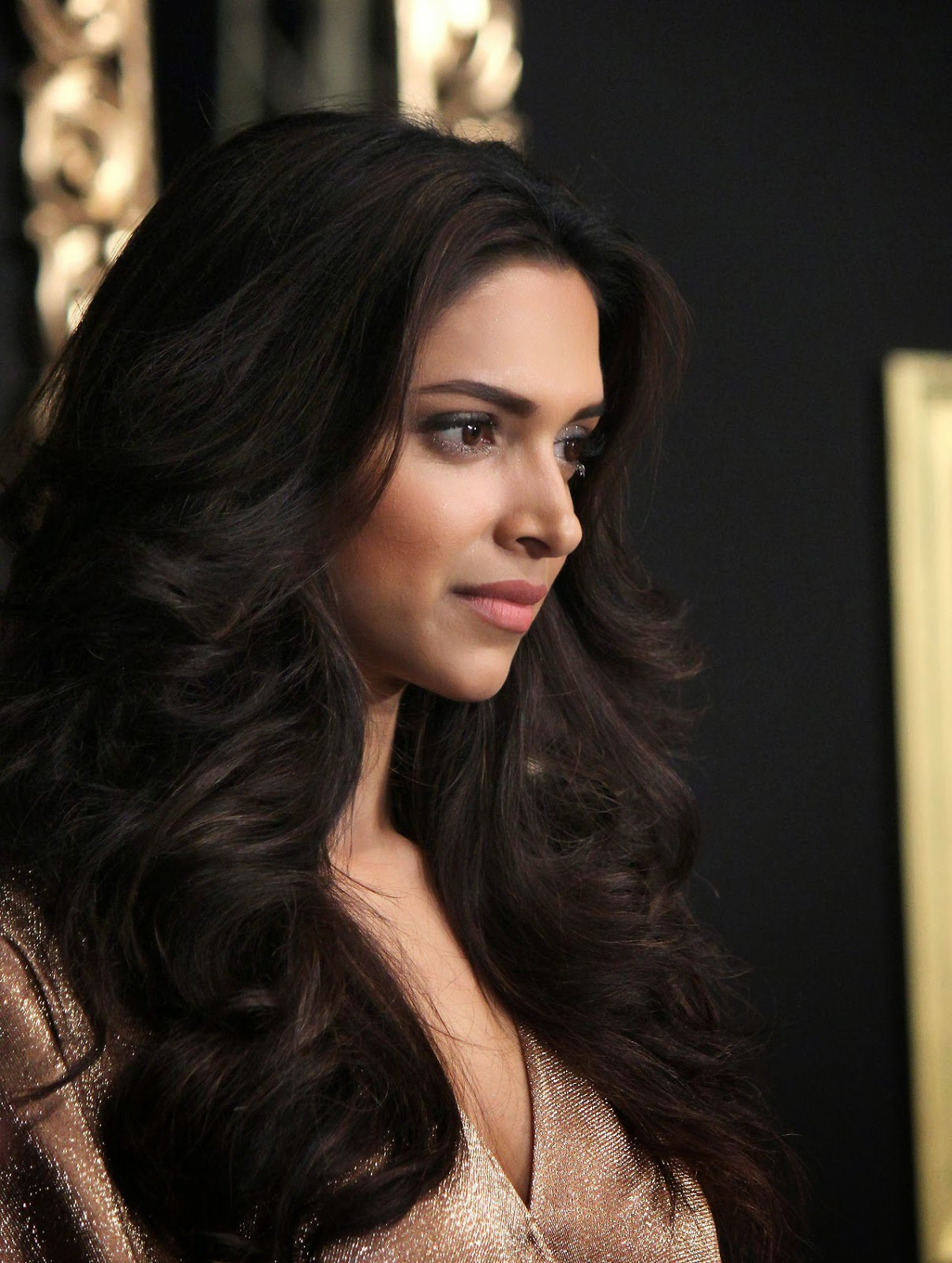 High Quality Bollywood Celebrity Pictures Deepika -7668