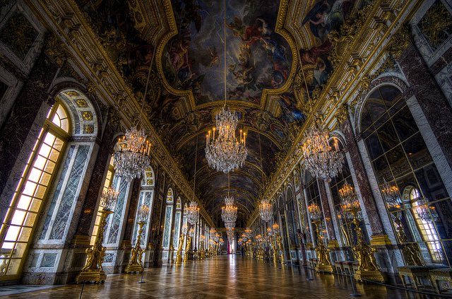 The Halls of Mirrors contains 357 pieces of mirror pieces in total