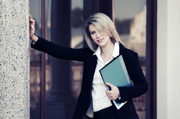 دراسة.. الكتابة تزيد الإيثار لدى النساء