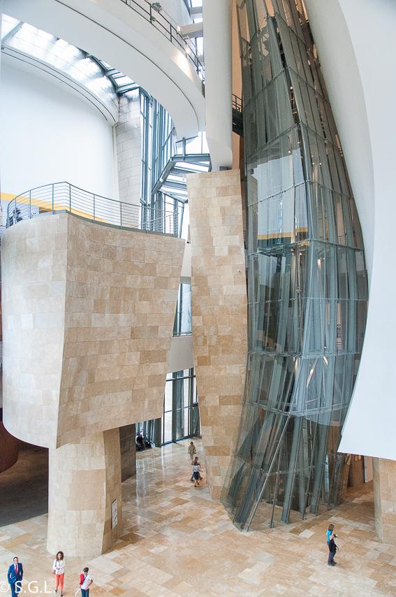 Interior del Museo Guggenheim. Bilbao por una bilbaina. Los museos