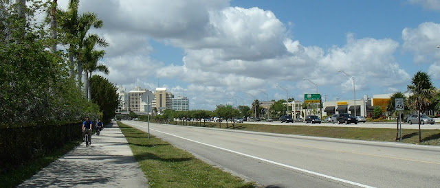 South Dade Trail junto a la US 1 y el carril bus al sur del condado