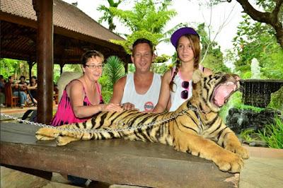 wisatawan di bali zoo