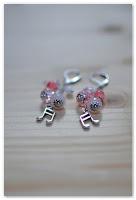 boucles d'oreilles notes de musique et perles roses