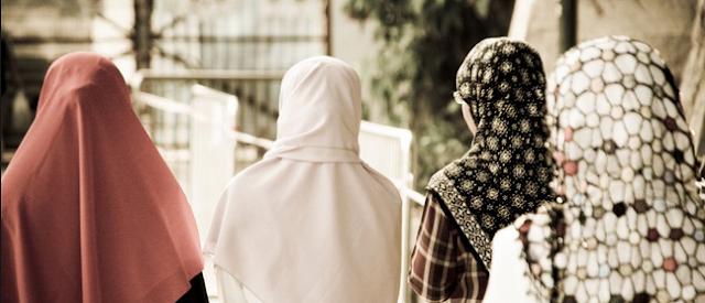 3 Cara Setan Telanjangi Wanita Muslimah