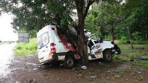 Ambulância de São Benedito do Rio Preto se envolve em acidente na BR-135.