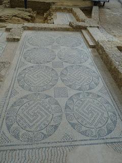 Mosaico con esvásticas. Villa de la Tejada