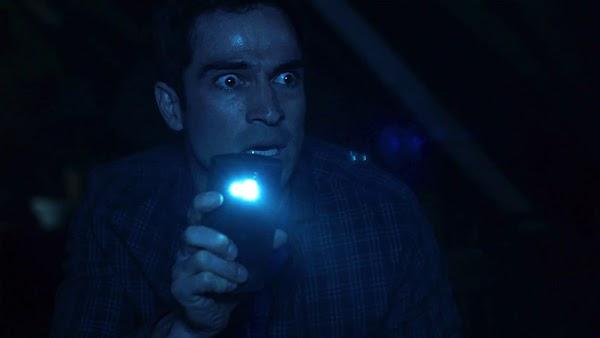 """De coadjuvante em """"Sense8"""" para protagonista de """"O Exorcista"""": Alfonso Herrera estrela 1º trailer de série baseada no clássico filme!"""
