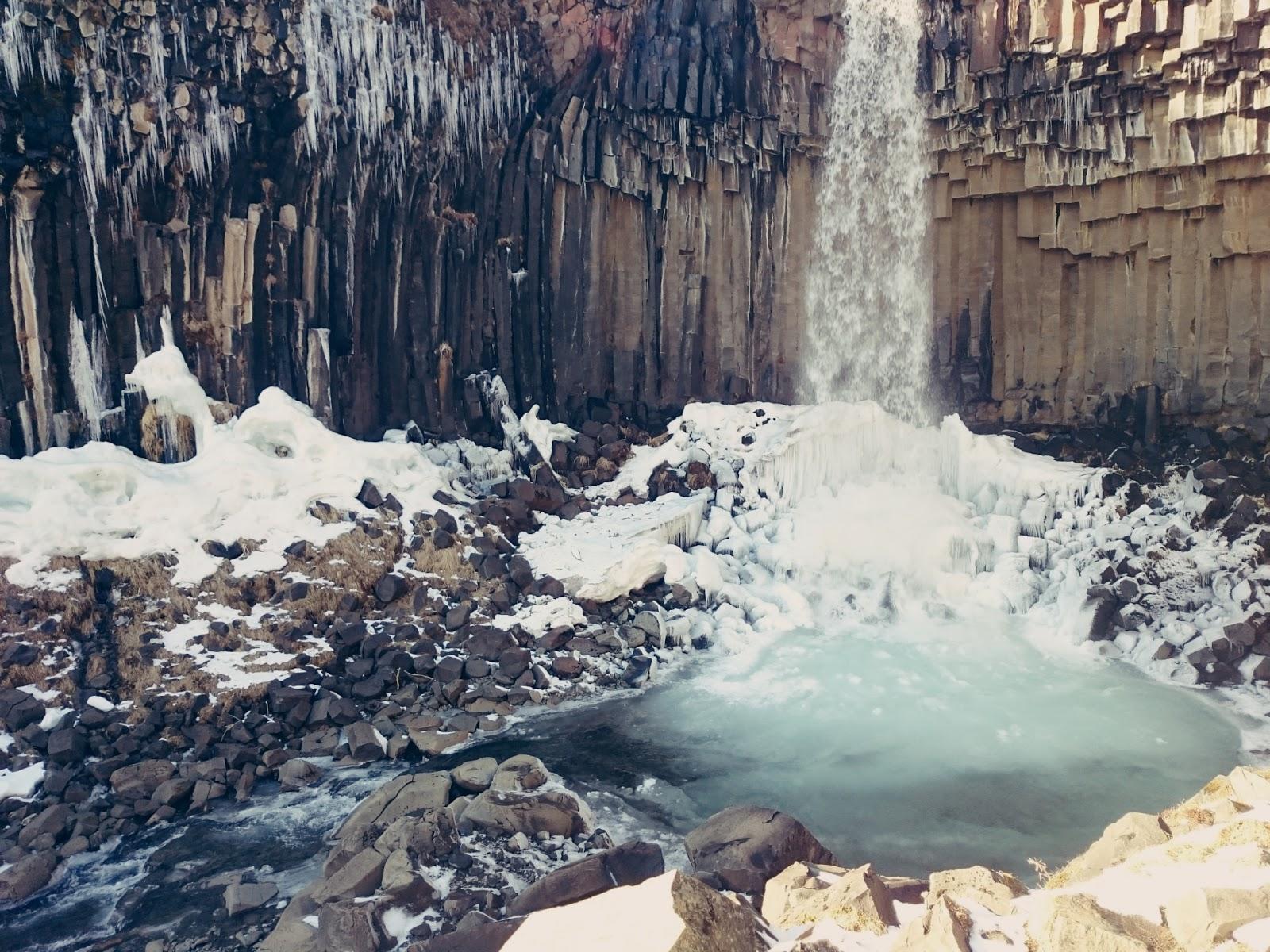 Islandzki wodospad Svartifoss, Svartifoss, Czarny Wodospad, wodospad Islandia, islandzki wodospad, islandzkie atrakcje, islandzkie wodospady, zwiedzanie Islandii