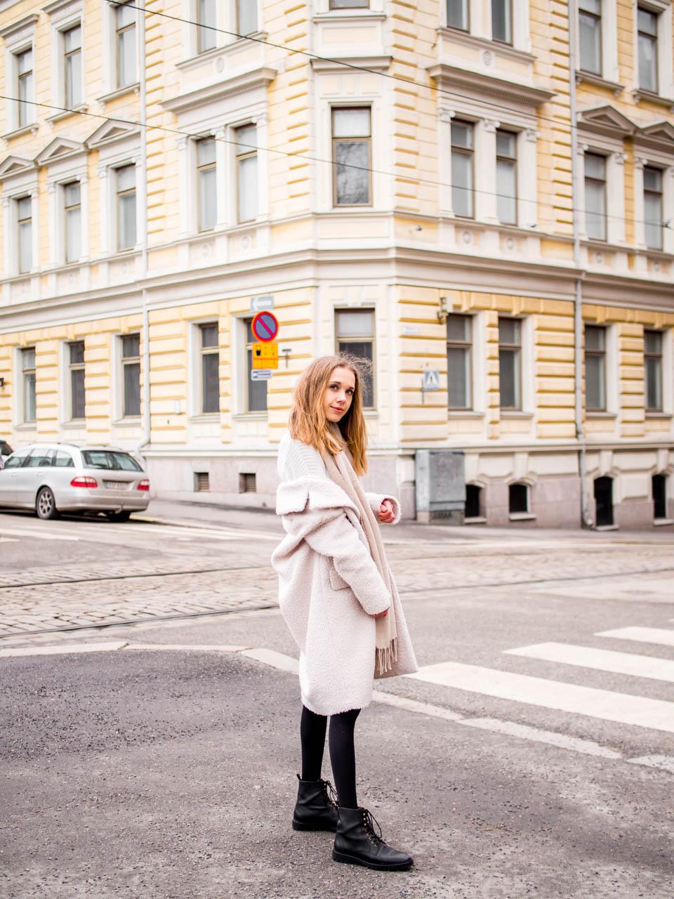 Winter street style: teddy coat and lace up boots - Talvimuoti, teddy-takki ja nyörinilkkurit