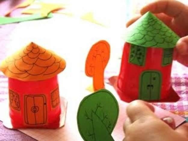Ide membuat kerajinan dari gelas yogurt untuk anak-anak berbentuk rumah
