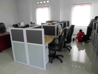 Meja Sekat Kantor Bentuk Lurus - Semarang Furniture