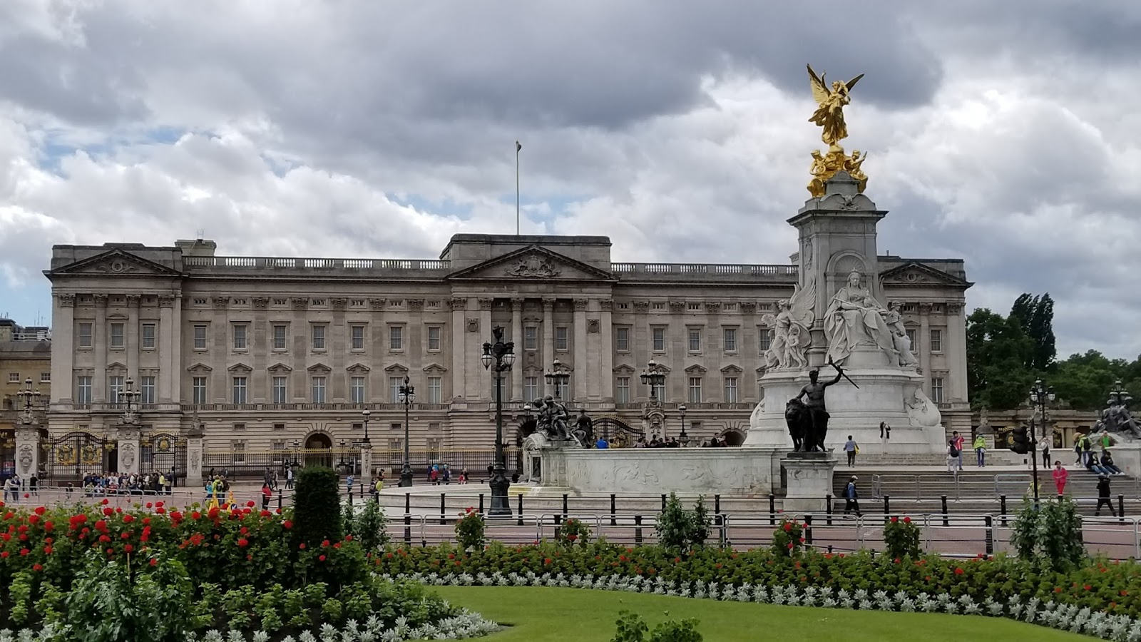 news from buckingham palace - HD1600×900