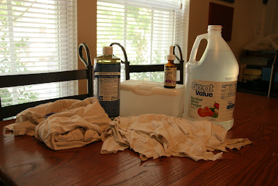You can save money and cut down on toxins by making your own DIY homemade disinfectant wipes! I am SO doing this soon!!