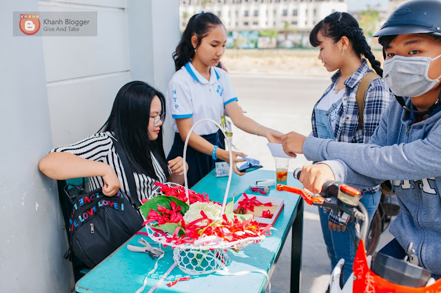 CTV soát vé vào cổng trong Lễ ra trường NTP 2018