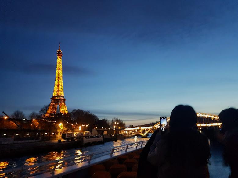 夜間的艾菲爾鐵塔 (Eiffel Tower)