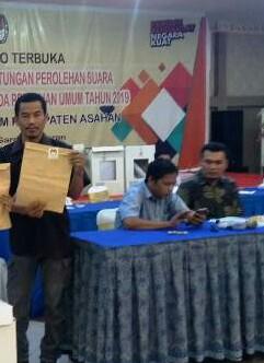 Rapat pleno KPU Asahan.